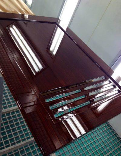 Ultimate-Yacht-Refinishing-Varnishing-055